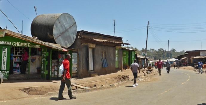 Veepaak, mis lükkab maja ümber? Kiberas ei imesta selle üle küll keegi.